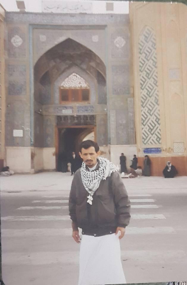 الشهيد أمام مسجد الإمام علي عليه السلام